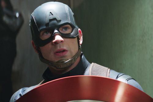 Chris Evans reportedly in talks to reprise Captain America role