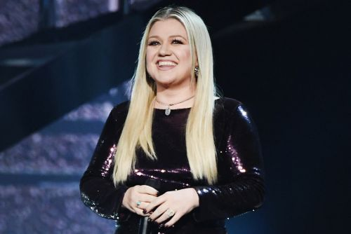 Kelly Clarkson set to host Billboard Music Awards