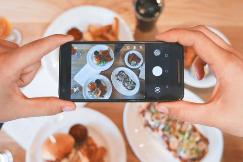 This Is How a Coder Faked His Food Instagram Account to Free Meals and 28k Followers