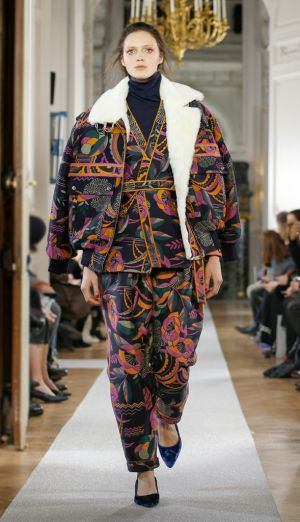 Leonard Transforms the Runway Into a Trip to Jaipur
