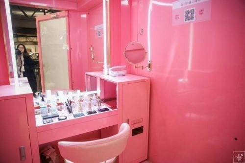 Critics are calling China's new shareable make-up booths unhygienic