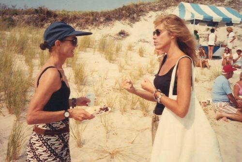 How Jackie O 'screwed' Carly Simon over a book deal