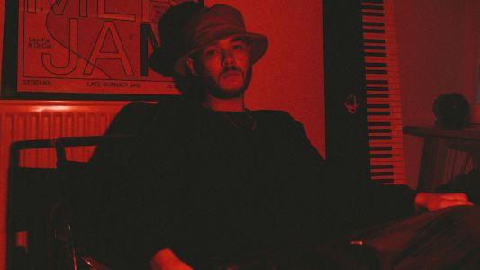 """PREMIERE: Kamaal Williams - """"Hold On"""" Live Session"""