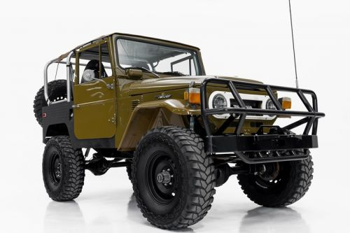 Go Off-Roading in Style With This Beautifully Restored 1976 Toyota FJ40