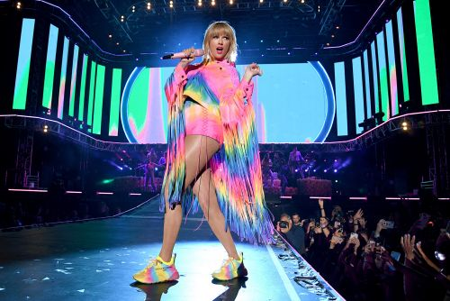 Twitter is turning Taylor Swift's 'Calm Down' anthem into a gay joke