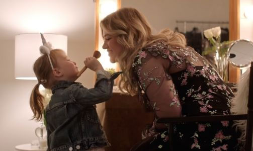 Kelly Clarkson Takes Daughter River Rose Backstage in Adorable New Music Video