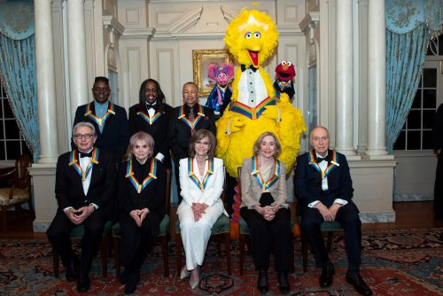 'Sesame Street' stars pose with fellow 2019 Kennedy Center honorees