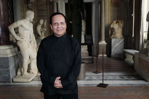 Designer Azzedine Alaïa Passes Away at the Age of 77