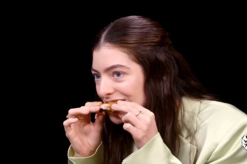 Lorde put everyone to shame on the Hot Ones challenge