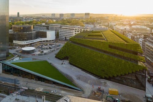 """Office Complex in Germany Clad in """"Europe's Largest Green Facade"""""""