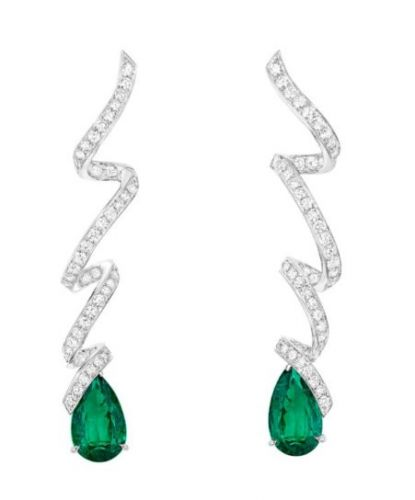 The Fine Jewelry Embracing Swirling Sparkle