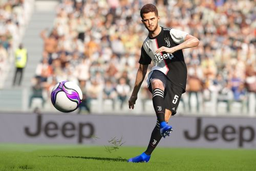 'Pro Evolution Soccer' Knows 'FIFA' is Copying Them