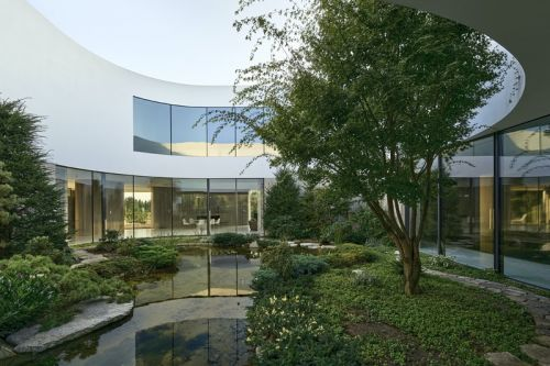 KWK Promes Fits Contemporary Home Around a Lush Garden