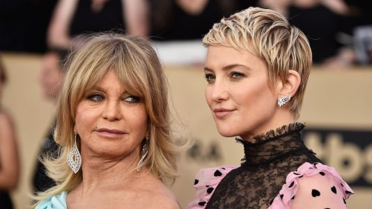 Kate Hudson Reflects On Giving Birth With Mom Goldie Hawn Present: 'She Was Right In There'