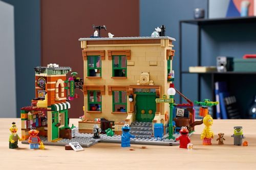 By Popular Demand, LEGO Debuts First-Ever 'Sesame Street' Kit