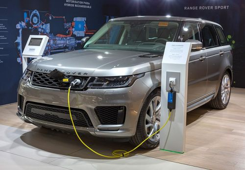 Luxury manufacturers focus on electric cars