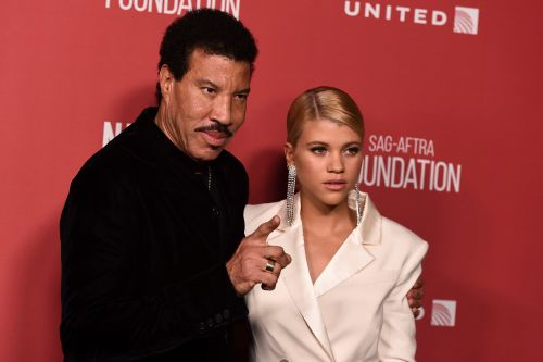 Lionel Richie Recalls Giving Love Advice to Daughter Sofia: 'Just Tell Me Whatever's on Your Mind'