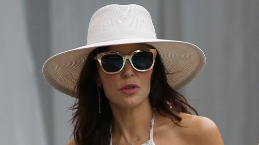 Bethenny Frankel Rocks A Bikini As The Other NYC 'Housewives' Enjoy Drinks By The Pool In Miami