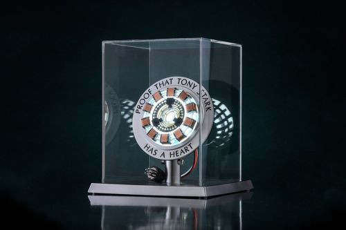 """Hot Toys Debuts Life-Sized """"Proof That Tony Stark Has a Heart"""" Arc Reactor"""