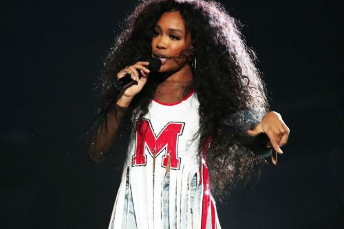 "SZA Throws III Points Festival Back to 1998 with ""Kiss Me"" Cover"