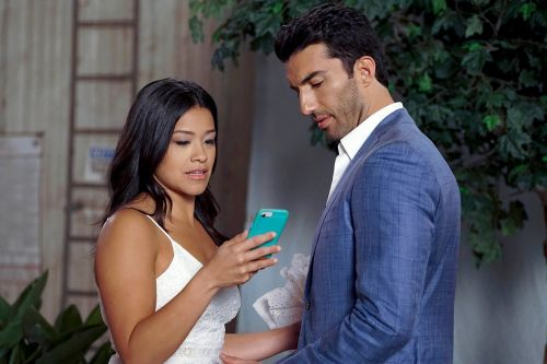 Fans are freaking out over the 'Jane the Virgin' narrator reveal