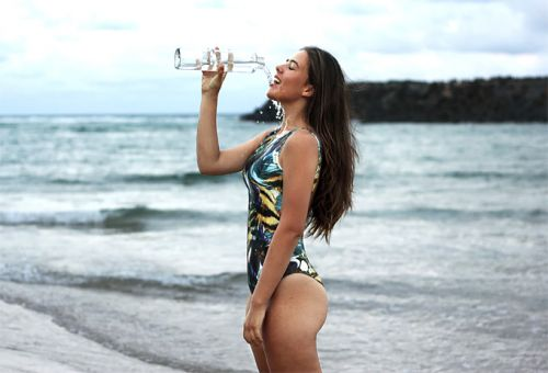 How to pull off one piece swimwear