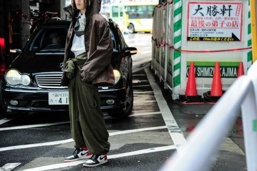 The First Round of Tokyo Fashion Week Street Style Showcases Unconventional Styling Choices