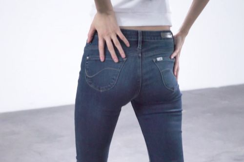 These high-tech jeans will contour your butt