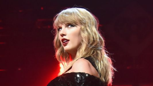 Taylor Swift Packs On PDA With Boyfriend Joe Alywyn & It's Everything