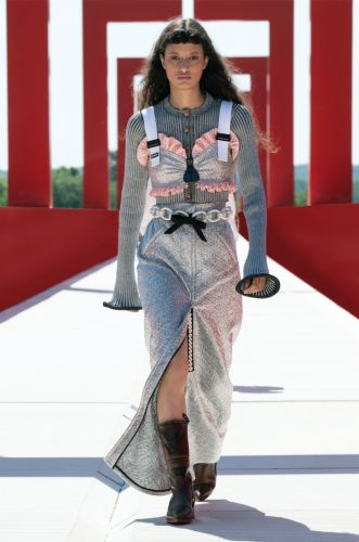 Our fave looks from the Louis Vuitton Women's Cruise 2022 Show