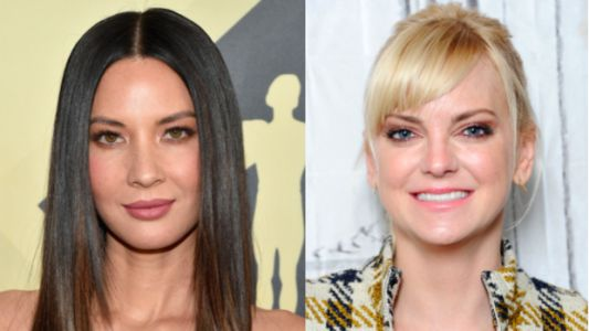 Olivia Munn Texts Anna Faris To Let Her Know She's Not Dating Chris Pratt