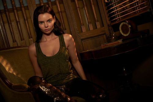 'Siren' star Eline Powell dishes on all things mermaid