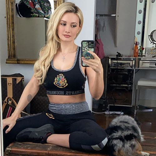 Holly Madison Shows Off Incredible Post-Baby Body 4 Years After Giving Birth to Son Forest