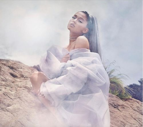 Ariana Grande daydreams about lost love on her new track 'imagine'