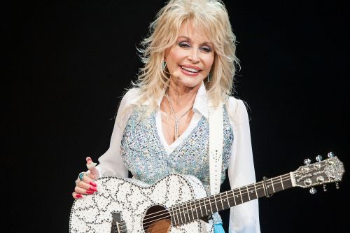 Dolly Parton wears makeup to bed in case of an earthquake
