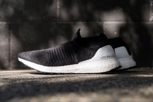 "Adidas UltraBOOST Laceless Gets the ""Core Black"" Treatment"