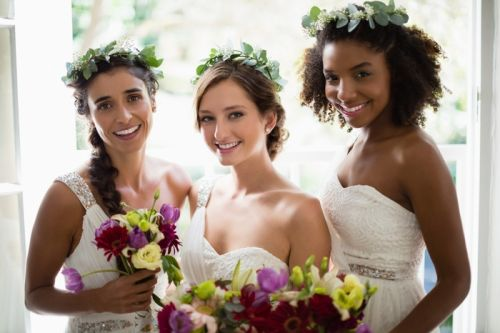 A Guide To Choosing Your Bridesmaids' Dresses And Bouquets