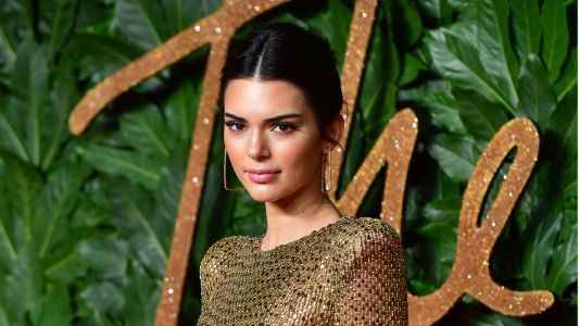 Kendall Jenner Just Walked The Fashion Awards Red Carpet Practically Naked